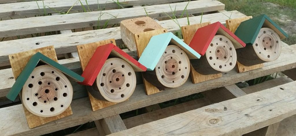 Polinator houses